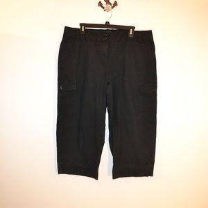 Izod black Bermuda shorts\capris size 16